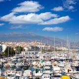 Villaggio di Altea a Alicante con la priorità alta delle barche del porticciolo Fotografia Stock