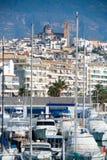 Villaggio di Altea a Alicante con la priorità alta delle barche del porticciolo Immagine Stock Libera da Diritti