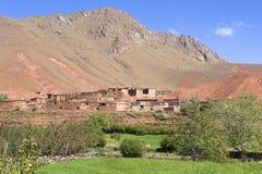 Villaggio di Berber in un'oasi delle montagne dell'atlante Immagini Stock