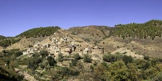 Villaggio di berbero alle montagne di atlante Fotografia Stock