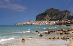 Villaggio di Cefalu dalla Sicilia Immagini Stock Libere da Diritti