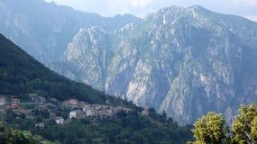 Villaggio di Claino Alpi dell'Italia fotografia stock