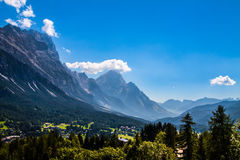 Villaggio di Cortina d'Ampezzo, Italia Fotografia Stock