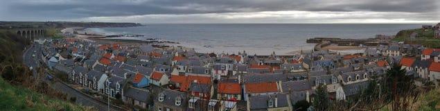 Villaggio di Cullen, Moray Coast, Scozia fotografie stock libere da diritti