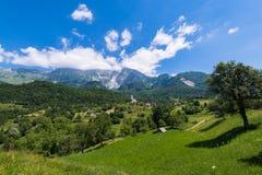 Villaggio di Dreznica ad estate nelle alpi della Slovenia Fotografia Stock Libera da Diritti