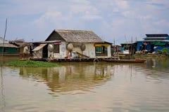 Villaggio di galleggiamento cambogiano Immagine Stock Libera da Diritti