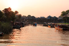 Villaggio di galleggiamento della spina del Kampong, Cambogia fotografia stock libera da diritti