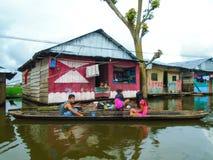 Villaggio di galleggiamento di Belen nel Perù immagini stock