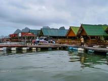 Villaggio di galleggiamento di Ko Panyi fotografie stock