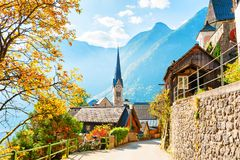 Villaggio di Hallstatt in alpi austriache Immagini Stock