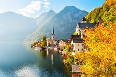 Villaggio di Hallstatt in alpi austriache Fotografie Stock Libere da Diritti