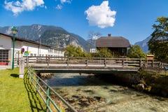 Villaggio di Hallstatt con le Camere storiche della montagna Fotografia Stock Libera da Diritti