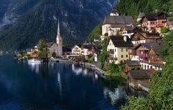 Villaggio di Hallstatt sul lago in alpi austriache Fotografie Stock Libere da Diritti