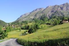 Villaggio di La Giettaz nelle alpi Immagini Stock
