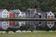 Villaggio di Laerdalsoyri nel fiordo del og di Sogn, Norvegia Immagine Stock