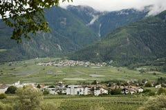 Villaggio di Lagundo alla valle in Tirolo, Italia di Otztal Fotografia Stock Libera da Diritti