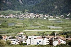 Villaggio di Lagundo alla valle in Tirolo, Italia di Otztal Immagine Stock