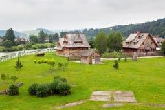 Villaggio di legno tradizionale in montagne di Tatra Immagini Stock