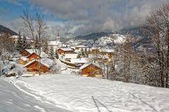 Villaggio di Les Allues nella valle di Tarentaise Fotografia Stock Libera da Diritti