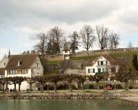 Villaggio di lungomare del Vecchio Mondo immagini stock