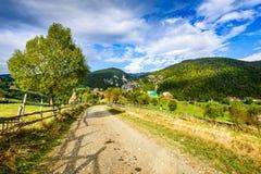 Villaggio di Magura, montagne carpatiche, Romania Immagini Stock Libere da Diritti