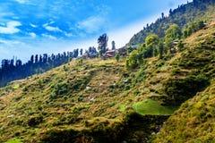 Villaggio di Malana sotto cielo blu, Himachal, India Immagine Stock Libera da Diritti