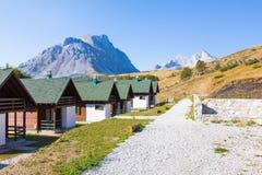 Villaggio di montagne della località di soggiorno Fotografia Stock Libera da Diritti