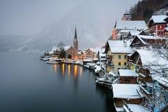 Villaggio di Natale di Hallstatt, paesaggio stupefacente ad alba Fotografia Stock