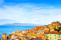 Villaggio di Oporto Santo Stefano, chiesa e vista aerea del castello Arge Immagine Stock Libera da Diritti