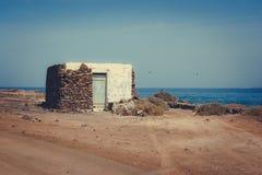 Villaggio di Pedro Barba sotto un cielo con le nuvole Oceano sui precedenti La Graciosa, Lanzarote, isole Canarie, Spagna Fotografia Stock Libera da Diritti