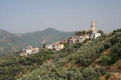 Villaggio di pendio di collina in Italia Fotografia Stock