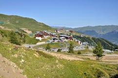 Villaggio di Plagne della La in alpi francesi Fotografie Stock