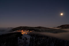 Villaggio di Pustevny nella notte Immagine Stock Libera da Diritti
