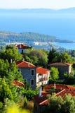Villaggio di spiaggia in Grecia immagini stock libere da diritti