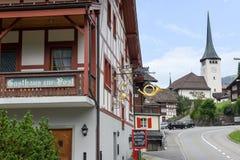 Villaggio di Spiringen sul cantone Uri nelle alpi svizzere Fotografia Stock Libera da Diritti