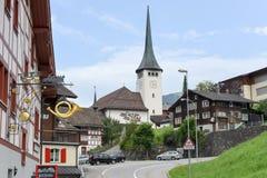 Villaggio di Spiringen sul cantone Uri nelle alpi svizzere Fotografia Stock
