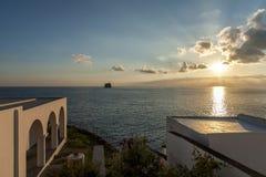 Villaggio di Stromboli sull'isola di Stromboli immagine stock libera da diritti