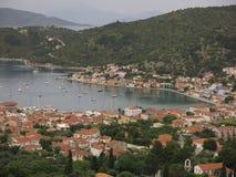 Villaggio di Vathy, isola di Ithaca, Grecia fotografie stock libere da diritti