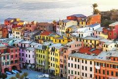 Villaggio di Vernazza, vista aerea delle costruzioni Cinque Terre, Ligury, I Immagini Stock