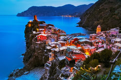 Villaggio di Vernazza, vista aerea sul tramonto Cinque Terre, Ligury, I fotografia stock libera da diritti