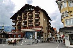 Villaggio di Wengen in alpi svizzere Fotografie Stock Libere da Diritti