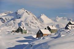 Villaggio a distanza in inverno, Groenlandia Immagini Stock