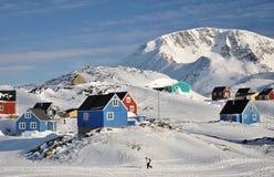 Villaggio a distanza in inverno, Groenlandia Immagine Stock Libera da Diritti