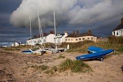 Villaggio e spiaggia di Rhosneigr Fotografia Stock