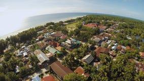 Villaggio filippino a distanza Siluetta dell'uomo Cowering di affari L'isola di Bohol Città di Anda archivi video