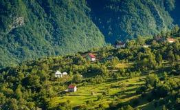 Villaggio fra le montagne Fotografie Stock Libere da Diritti