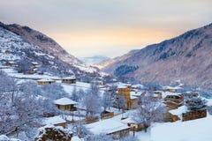Villaggio georgiano all'alba Immagine Stock