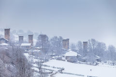 Villaggio georgiano durante le precipitazioni nevose Fotografia Stock Libera da Diritti