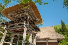 Villaggio giapponese storico - Shirakawago in primavera, terra di viaggio Immagini Stock