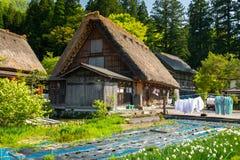 Villaggio giapponese tradizionale e storico Shirakawago in sprin Fotografie Stock
